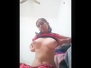 Big Boobs wali ladki apne boyfriend ko boobs aur chut Dikha rahi hai