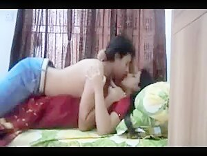 Hot Indian Babe Makes A Sextape