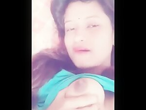 Desi girl showing boobs selfie to her Boyfriend