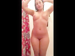 Indian Punjabi Girlfriend bathing and Showing body mms leaked